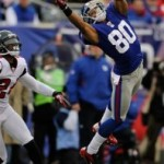 Victor Cruz hauls in a catch against the Atlanta Falcons (AP Photo)