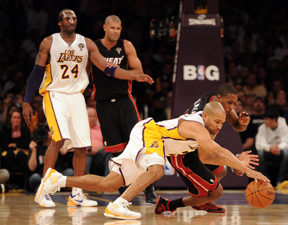 Derek Fisher diving for ball