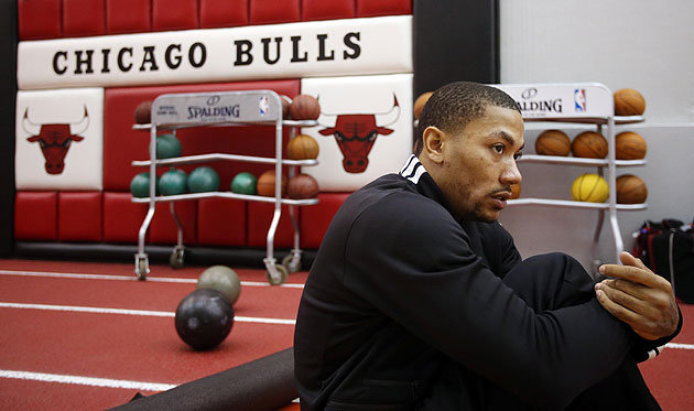 Derrick-Rose-stretches.-Jerry-Lai-USA-TODAY-Sports