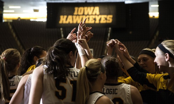 Team huddle before the game starts( Brian Ray/ Hawkeyesports.com)