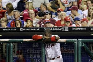 Ryan Howard hangs his head during a blowout.(Photo Credit: AP Photo/Matt Slocum)