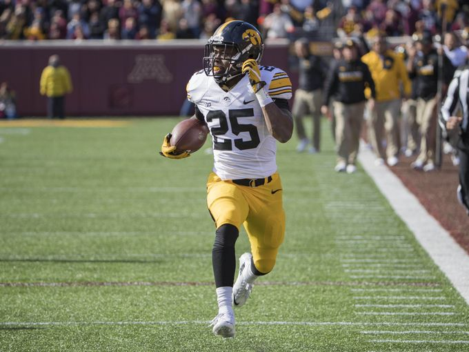 Akrum Wadley struts to the end zone for a 54-yard touchdown (Jesse Johnson USA Today).