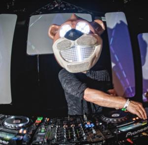 Bear Grillz (via everipedia.com)